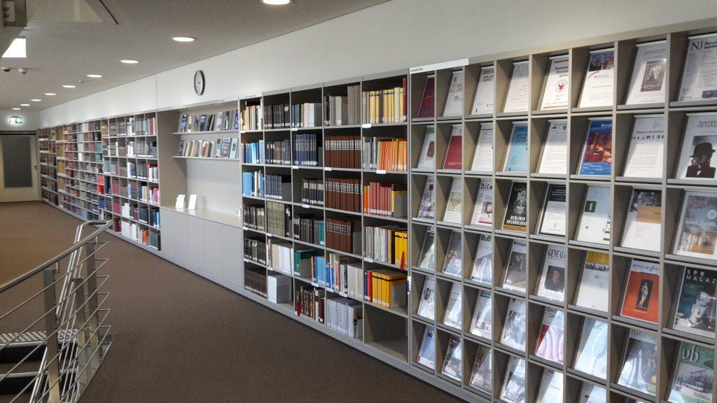 Handbibliothek im BLHA