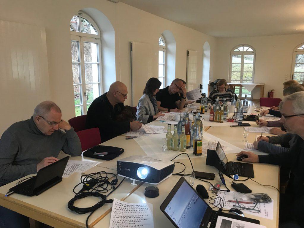 Konzentriertes Arbeiten während des 6. Genealogieseminar Burg Lenzen (Elbe)